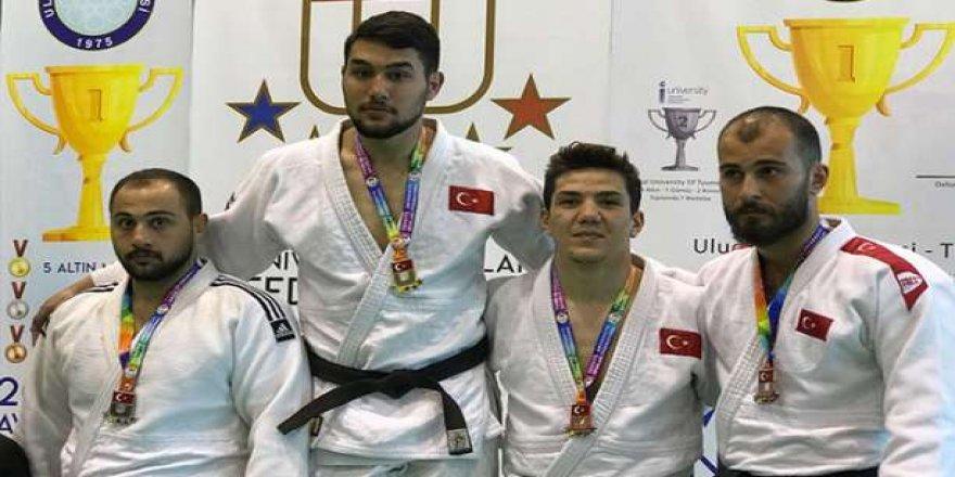 Judo şampiyonasından derecelerle döndü