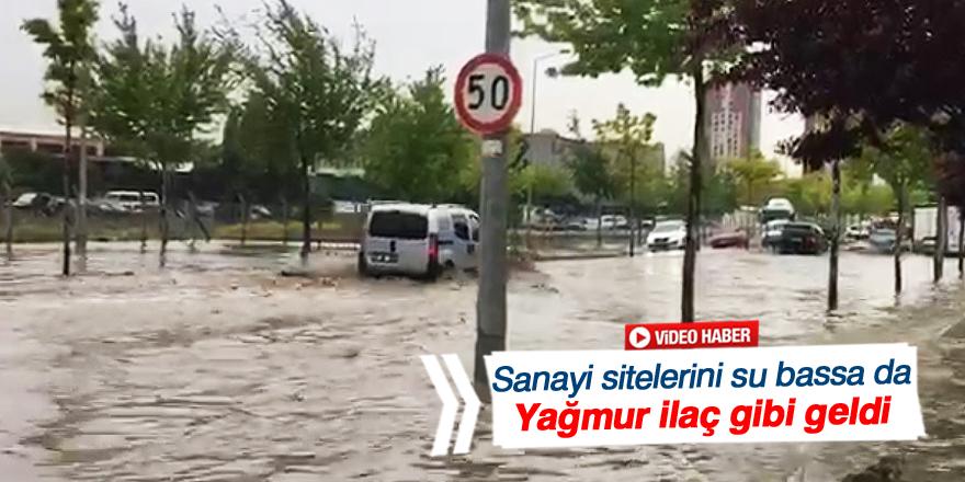 Konya'da kısa süreli yağış yolları göle çevirdi