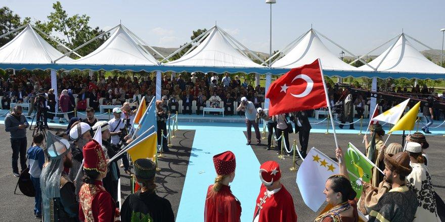 Türk dünyası Meram'da