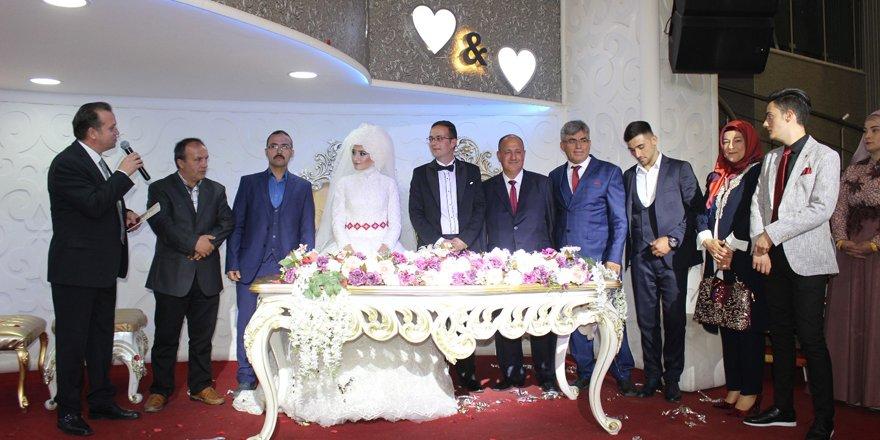 Gazeteci Hüseyin Menekşe evlendi
