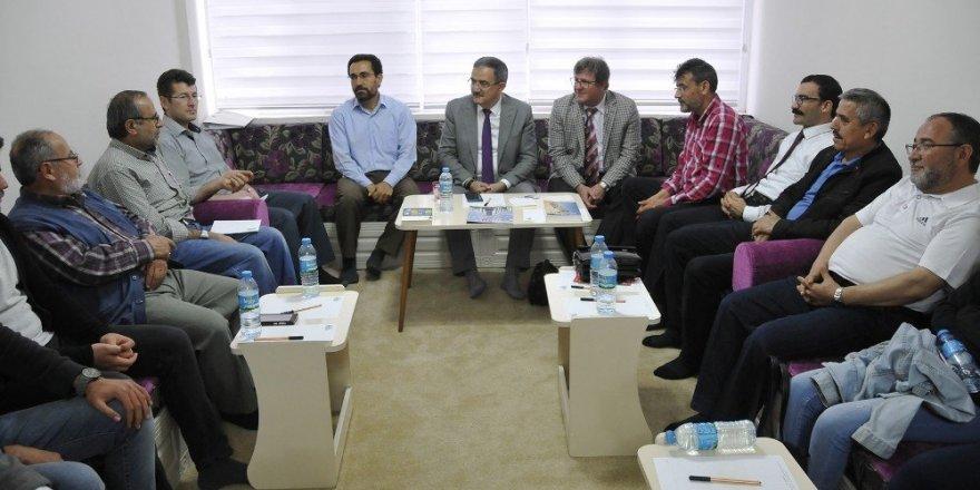 Rektör Şahin, tecrübelerini öğrencilerle paylaştı