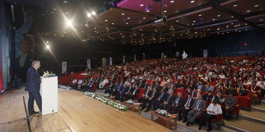 Başkan Çelik, TÜBİTAK Ortaokul Öğrencileri Araştırma Projeleri Yarışması Ödül Töreni'ne katıldı