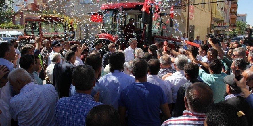 Konya Şeker 'Çiftçiler Günü' kutlamasını, motorin avansı ile taçlandırdı