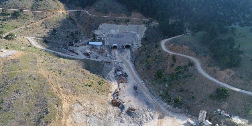 Gembos güzergahlı Yeni Konya-Antalya yolunda çalışmalar sürüyor