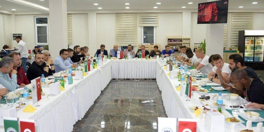 Atiker Konyaspor iftar yemeğinde buluştu