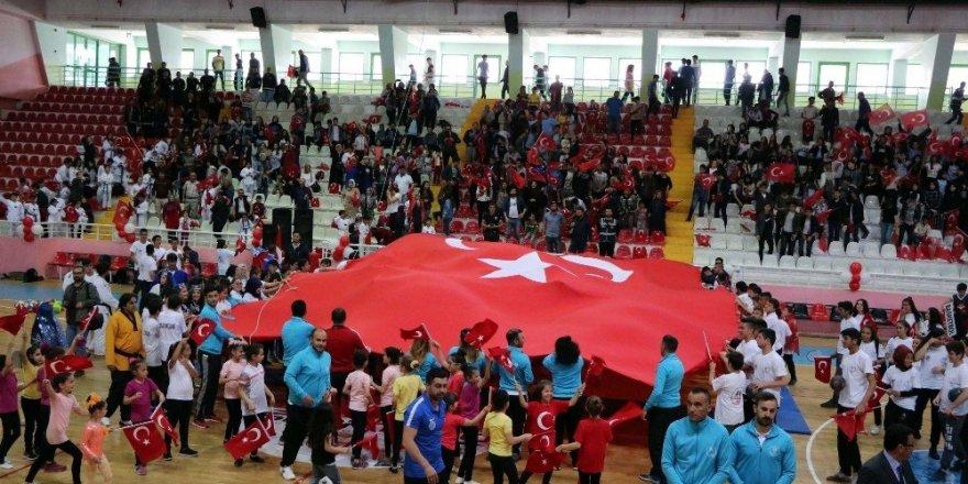 Yozgat'ta 19 Mayıs coşkuyla kutlandı