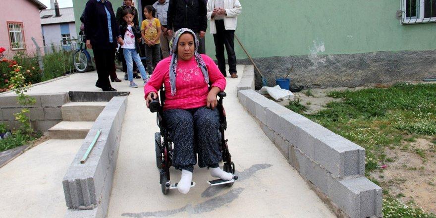 Engelli Palaz'ın akülü araba sevinci