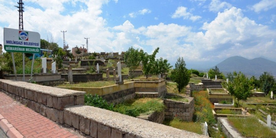 Melikgazi Belediyesince Mezarlıklarda Temizlik ve Bakım Çalışması