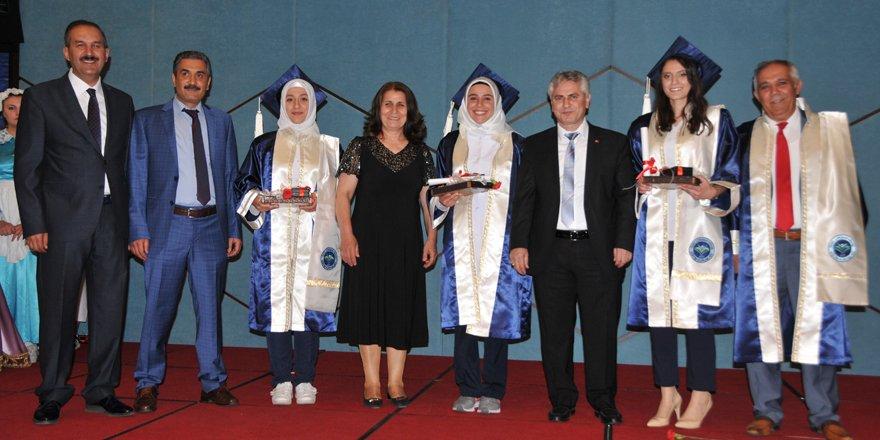 Lokman Hekim 2018 yılı mezunlarını verdi
