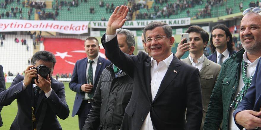 Davutoğlu'ndan Kulluk'a kutlama