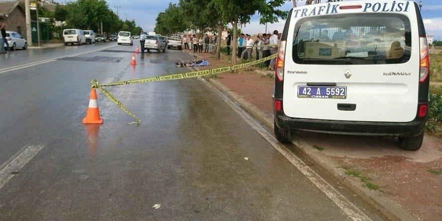 Çöp atmak için yolun karşısına geçen yaşlı adam otomobilin çarpması sonucu öldü