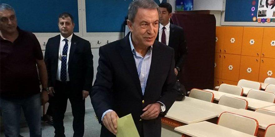 Genelkurmay Başkanı Akar ve komutanlar oy kullandı