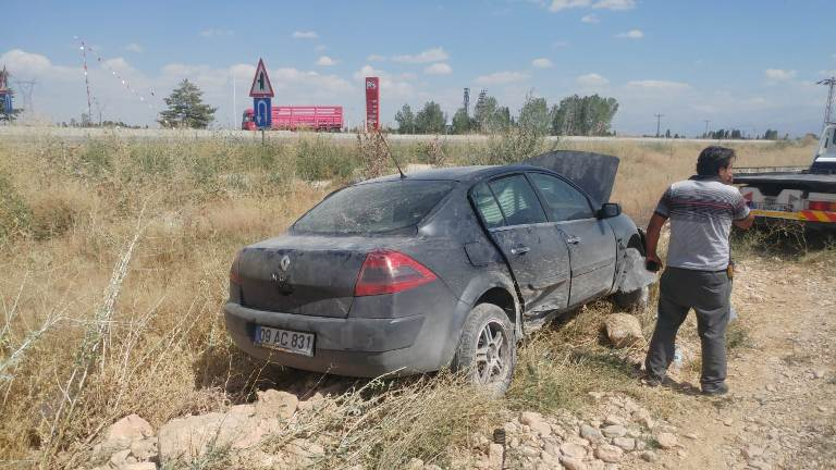 Otomobil şarampole devrildi: 8 yaralı