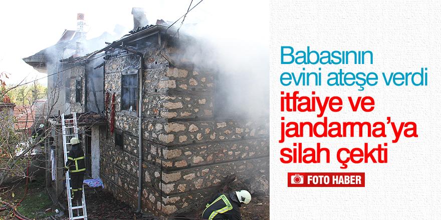 Babasının evini ateşe verdi