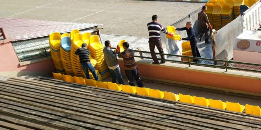 Stadyum tribünü koltuklarla kaplandı