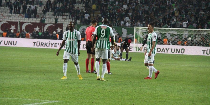 Amir Hadziahmetovic  tekrar geri dönüyor