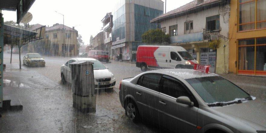 Yunak'ta şiddetli yağış