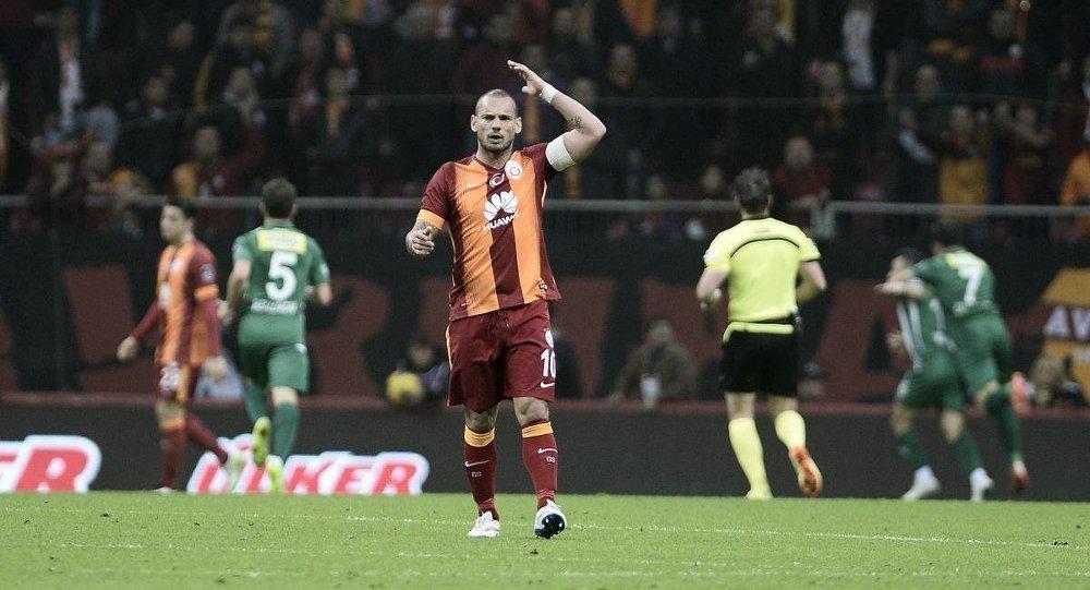 Sneijder: Fatih Terim'le çalışmak isterim