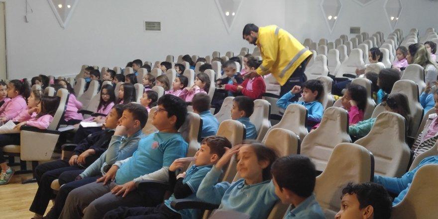 Gençlik'te 'Yaşama Yol Ver' projesi tanıtıldı