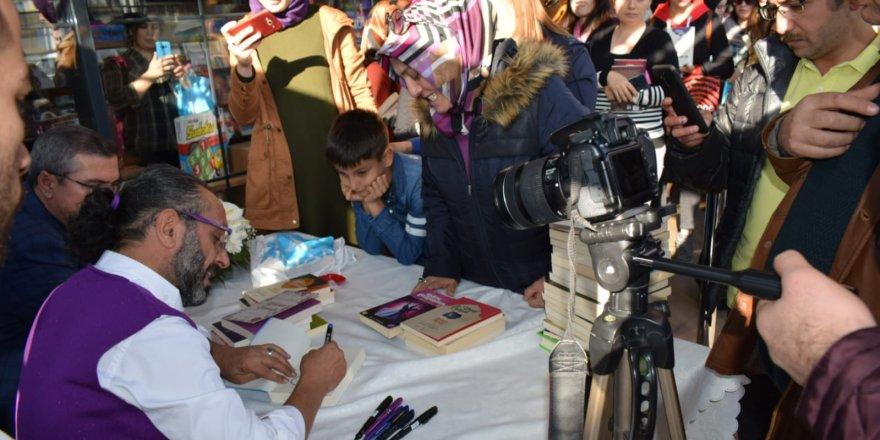Konyalı yazar Yağmur'a başkentte yoğun ilgi