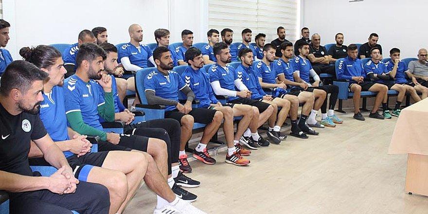 Yönetim futbolcularla tanıştı