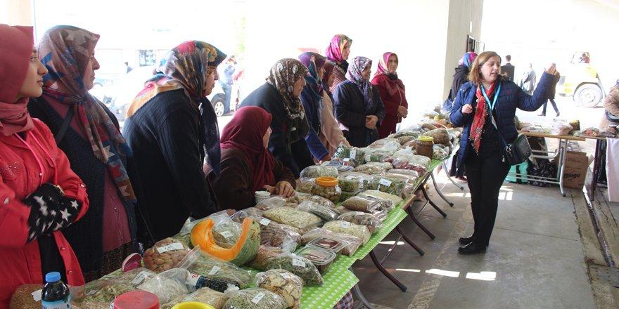Meram'da doğal ürünler üreticisinden satışa çıktı