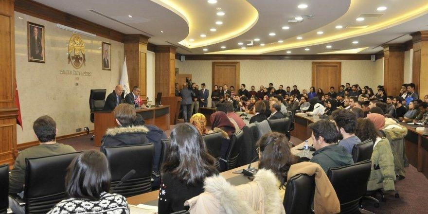 İngiltere Büyükelçisi Chillcott SÜ'de söyleşi yaptı