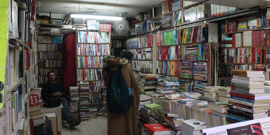 Ekonomik kriz kitapçıları da vurdu