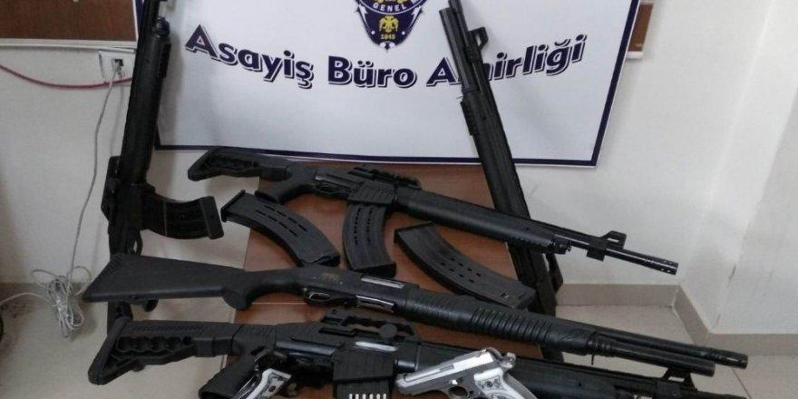 Konya'da ev baskınında çok sayıda silah ve mermi ele geçirildi