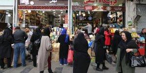 İran'da 66 binden fazla memurun işine son verildi