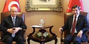 MHP'nin hedefinde Davutoğlu var
