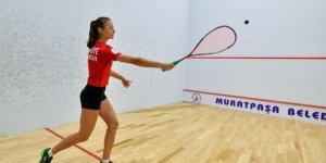 Squash'ta 31 sporcu ile ev sahibi Muratpaşa