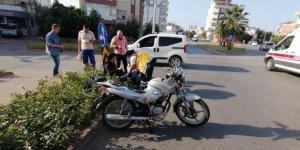 Motosiklet sürücüsü kask sayesinde hayatta kaldı