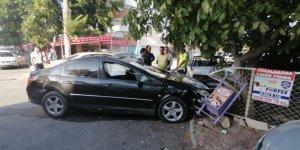 Kontrolsüz kavşakta 3 araçlı zincirleme kaza: 1 yaralı