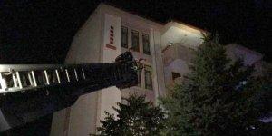 Isparta'da evinde düşerek mahsur kalan 83 yaşındaki kadını polis ve itfaiye ekipleri kurtardı