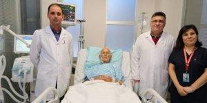 Yaşlı hasta, çalışan kalbine yapılan bypass ile sağlığına kavuştu