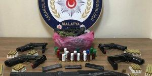 Silah ticareti yapan 6 şüpheli yakalandı.
