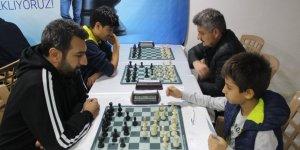 İki kardeş, kurdukları merkezle herkese satrancı sevdiriyor