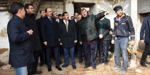 Başkan Kılca 3 kişinin hayatını kaybettiği çöken binada incelemede bulundu