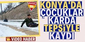 Konya'da çocuklar karda tepsiyle kaydı