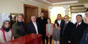 AK Parti'den darp edilen otel işletmecisine gençmiş olsun ziyareti