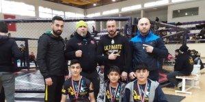 MMA müsabakasına katılan Kululu gençler 3 madalya kazandı