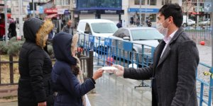 Karaman'da hayırsever imalatçı 20 bin adet maske dağıttı