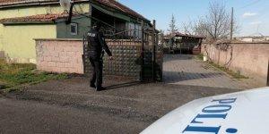 Üvey kardeşlerini bıçaklayan genç tutuklandı