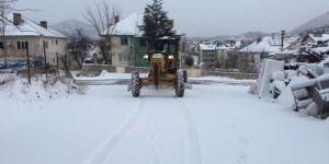 Beyşehir ve Derebucak'ta kar yağışı ulaşımda aksamalara yol açıyor