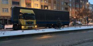 Kulu'da yoğun kar yağışı ulaşımı olumsuz etkiliyor