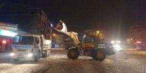 Beyşehir'de kar yığınları kamyonlarla şehir dışında taşınıyor