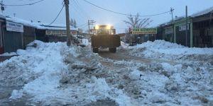 Akşehir'de kar temizleme çalışmaları sürüyor