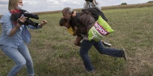 Sığınmacılara tekme atan kameramana 3 yıl ceza