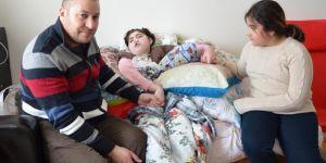 Engelli kızına bakabilmek için iş istiyor